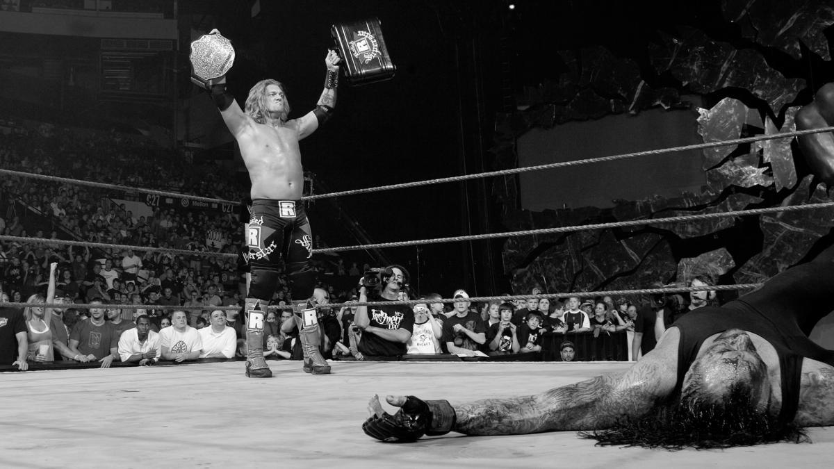 Edge y un canjeo ante Undertaker.